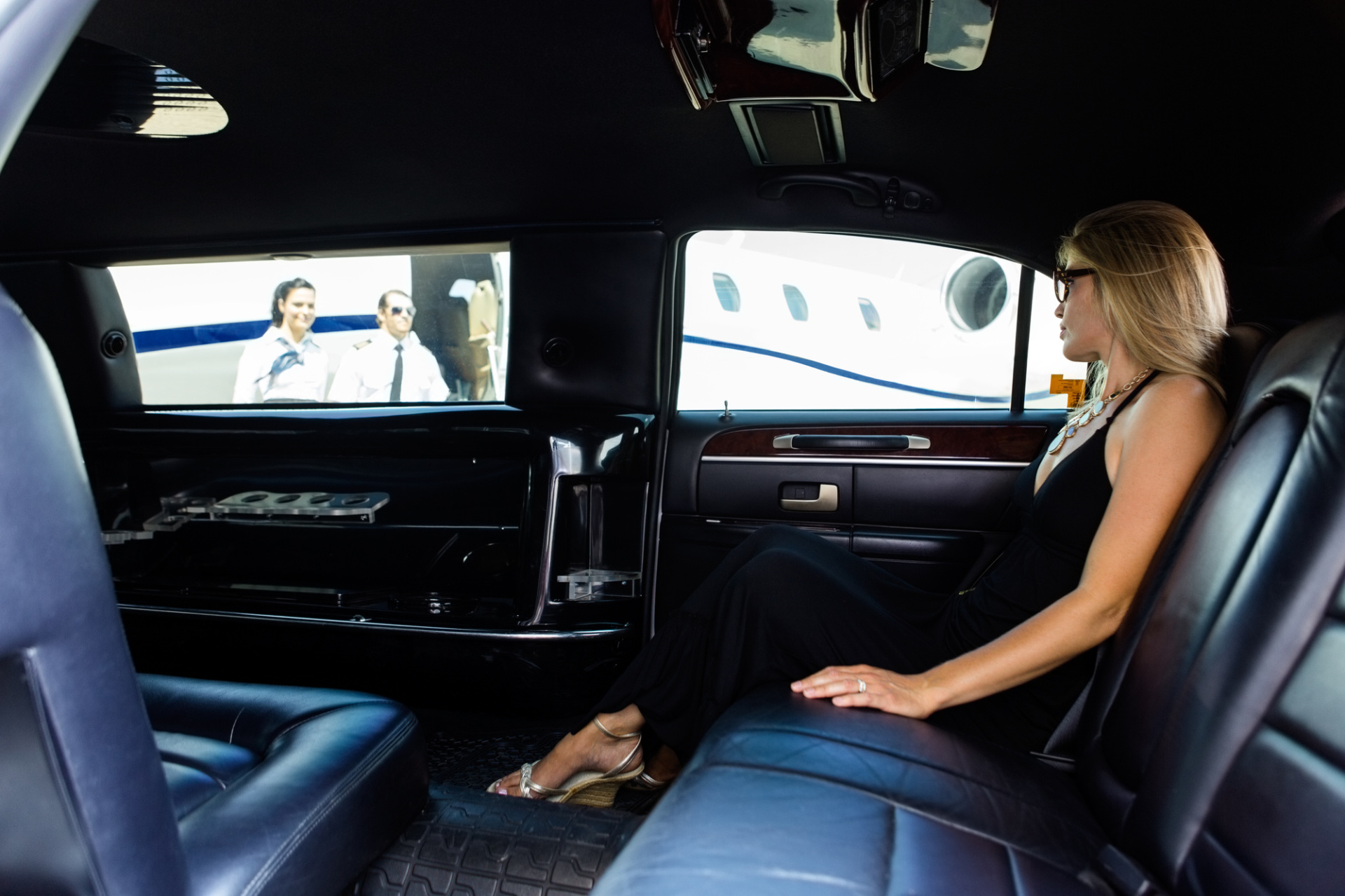 Top 10 Benefits of Hiring an Airport Limo Taxi Service